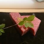131865541 - 金箔がのった松阪牛のシャトーブリアン