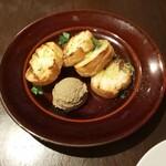 パラッツォ サン グスト -   地鶏白レバーペーストのクロスティーニ