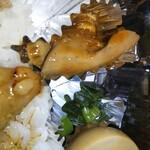 鳥藤 - 鶏そぼろも勿論美味い♡が やっぱり右上のレバー煮がしっとり滑らかで臭みもパサつきも無くコレほんとにレバー!?っていうくらいめちゃくちゃ美味しかった!