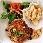 ネオ ガーデン カフェ - 料理写真:日替わり弁当 540円 深谷葱ハンバーグ、卯の花、ベビーリーフのサラダ、キャラットラペ、小豆入り玄米