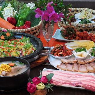 休日のお出かけにもどうぞ♪新大久保駅近くの本格韓国料理店!