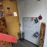 SIMBA - 店の入口 ※は、入りづれぇ~~