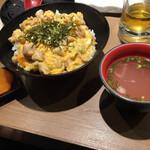 焼き鳥 きんざん - 地鶏の親子丼(税込 825円)評価=○