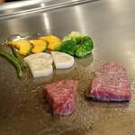 Teppan Dining L'ajitto - 鉄板での調理