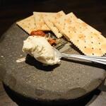 博多串焼と刺身 ココロザシ - チャンジャクリームチーズ(528円)