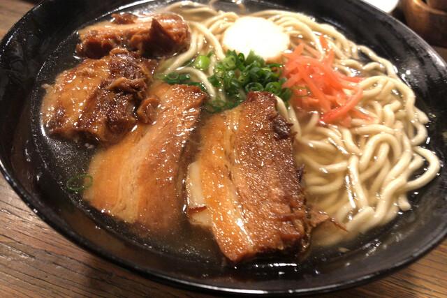 沖縄料理ズミの料理の写真