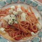 MANO MAGIO - トマトとモッツァレラのパスタランチ