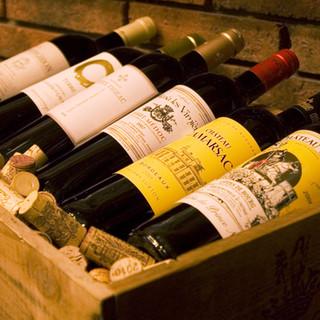 店内のワインは西フランス出身のオーナーの目利きでチョイス!
