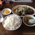 楽陽 - ニラレバ炒め定食(950円)