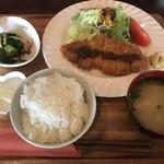 アールズカフェ - 料理写真:気まぐれランチ=1250円 税込 (自家製トンカツ)