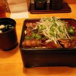 うな政 - 豚の蒲焼重(大盛り)950円