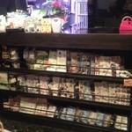 桜里 - 店舗入口では可愛い手ぬぐいがお出迎え 使いやすさ抜群