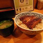 うな政 - うな丼880円・しじみの味噌汁130円