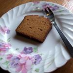 グランパ   - デザートの「キャラメル・パウンドケーキ」。ホントにコーヒーとの相性バッチリで。