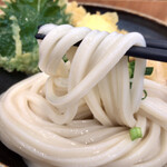 うどん日和 - そこまで剛麺ではなく程よいコシにツルッとした食感が良いですね~小麦感もいい感じ♡