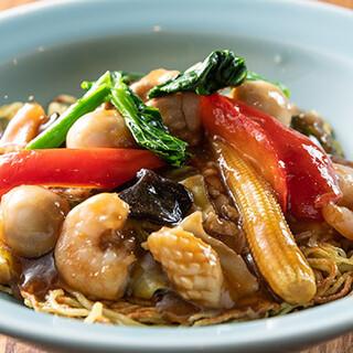 シェフこだわりの和食・中華・韓国料理のほか、デザートも充実
