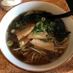中国小皿酒家 萬徳 - 料理写真:醤油ラーメン