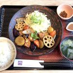 大戸屋ごはん処 - 四元豚と野菜の黒酢あん定食