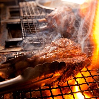【スパイス×ブッチャーズ】炭火焼き肉を豪快に!