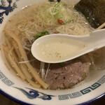 らーめん逍遥亭 - あっさりスープ