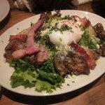 22 - 砂肝のコンフィと鶏レバーのサラダ