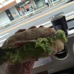 バゲット ラビット - 料理写真:朝食を食べて無かったらので車で食べました。
