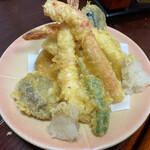 寿司処やぐら - 天ぷら盛り合わせ ¥1620