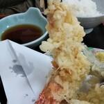 寿多庵 - 尾頭付きの大きな海老です!