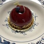 131974779 - レアチーズの中にブルーベリーソースを閉じ込めた軽い口当たりの甘酸っぱいムース♡ツヤツヤのカシスジュレが綺麗♡