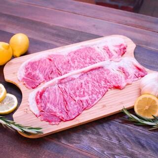 A5黒毛和牛の厳選部位を炭火焼肉でリーズナブルに楽しめる。