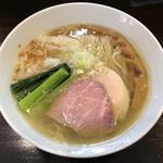 131976196 - 「塩らぁ麺」850円+「ワンタントッピング(2個)」100円
