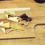 魚deバール ウオチカ。 - チーズ盛り合わせ