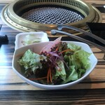 wagyu焼肉 伊萬里 GINZA - サラダとザーサイ