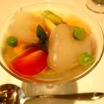 タツキ - 秋田産じゅんさい*ホタテ貝*ひとくち有機野菜のカクテル 三杯酢のジュレと一番出汁のス―プ