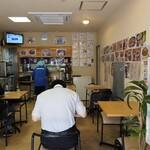 平壌冷麺食道園 - お昼の店内