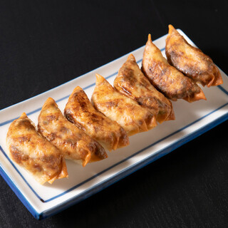サクッと軽い食感がクセになる焼きたて高知餃子