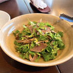 中国料理 伊部 - 砂肝とパクチーのピリ辛和え