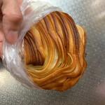パン工房 バビロン - 料理写真:人気商品らしいクロワッサン