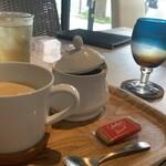 KUTSURO gu Café - ジンジャーエールとカフェオレとお水