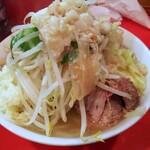 ラーメン二郎 - 料理写真:小ラーメンニンニクアブラ+チーズ 700+100円