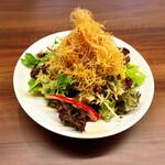 風来坊  - 料理写真:カリカリポテトと水菜の坦々サラダ