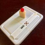 日昌亭 - 料理写真:ペヤング容器と赤いキャップの怪しげな液体
