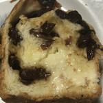 ボワ・ド・ブローニュ - ぶどうパンは、バターをつけるとまた旨し!