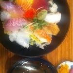 漁港酒場 鯛将丸 - ランチの海鮮丼780円