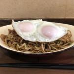 キッチンわたなべ - 料理写真:目玉焼きそば¥800