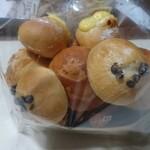 ベーカーシェフ - 料理写真:598円のたくさん入ったパン