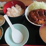 どん平 - セット定食 1,370円