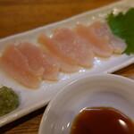 掌 - 朝びきの鶏刺しハーフ(400円)