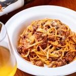 ヒラクヤ オステリア - 自家製ミートソーススパゲッティ