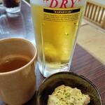 炭火居酒屋 炎 - 料理写真:ビールとお通しと生つくねスープ